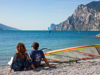 Retreaturlaub surfcenter lido blu windsurfen am gardasee in torbole italien