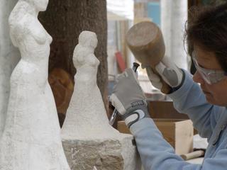 Retreaturlaub bildhauerschule peccia steinbildhauen intensiv bildhauerkurs im tessin