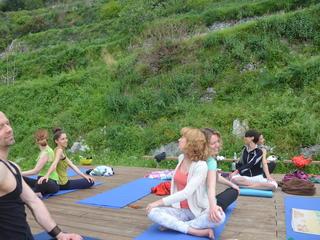 Vinyasa Flow Yoga und Meditation