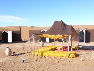 Retreaturlaub yogitrip wuestenwandern mit kameltrekking 8 tage yoga in der sahara