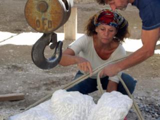 Steinbildhauen für Fortgeschrittene im Tessin - Die Drehung in der Skulptur