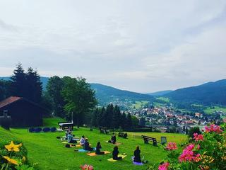 Retreaturlaub haus sonnenfels 8 tage balanced body mind yoga und wandern retreat im bayerischeren wald mit coaching