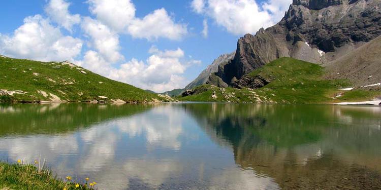 Intro zu Acroyoga - Training Camp/ Retreat in den Schweizer Alpen