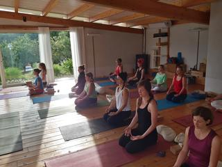 Retreaturlaub ananda yoga zentrum follow you inner peace sommer yoga retreat in italien