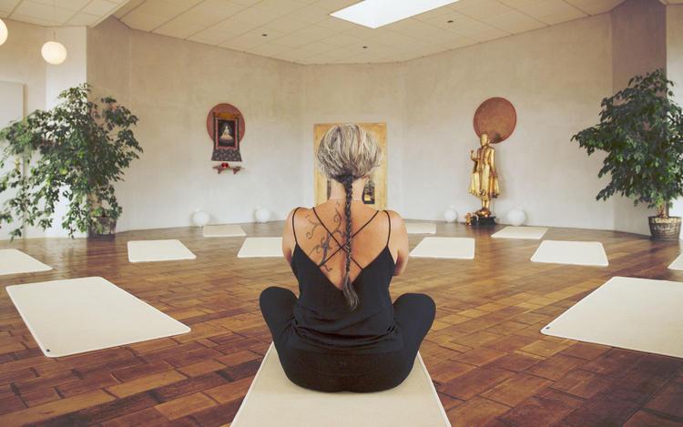 Retreaturlaub om tara yogazentrum yogalehrerausbildung