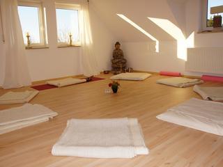 Retreaturlaub karuna haus wie hilft yoga gluecklich zu sein