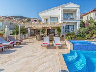Sivananda Yoga & Meditation. Luxusvilla im idyllischen Fischerdorf Kalkan am Mittelmeer / Türkei