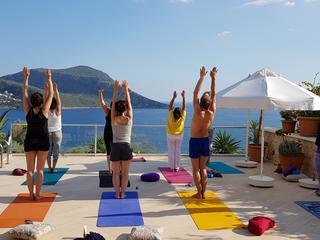 Retreaturlaub yoga meets you sivananda yoga meditation im idyllischen fischerdorf kalkan am mittelmeer tuerkei