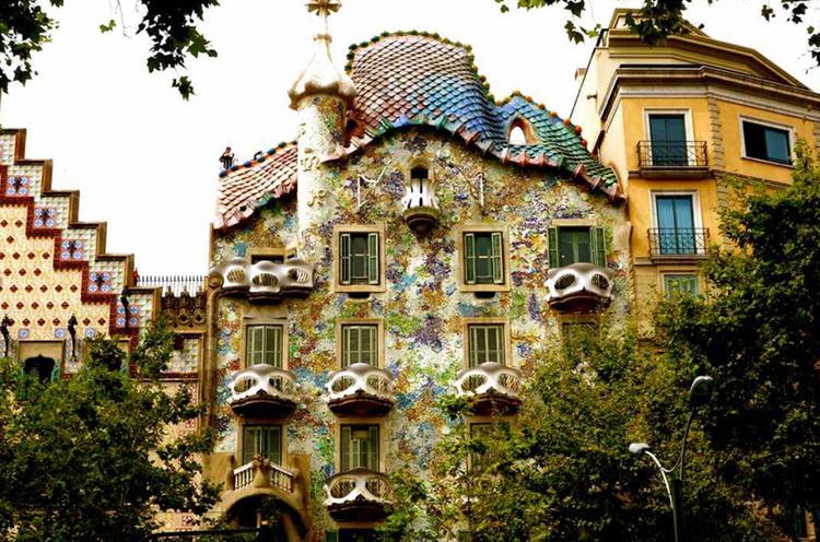 Retreaturlaub fiestadelarte holiday art gaudi mosaik workshop barcelona mit ausflug montserrat gebirge yoga spa paella essen und picasso