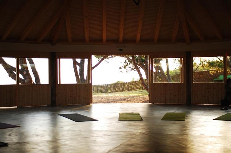 Retreaturlaub lets yoga 7 tage yoga mit allen sinnen workshops und urlaub an der algarve portugal