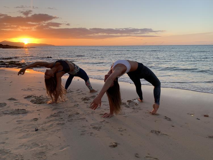 Retreaturlaub lets yoga 8 tage tiefenentspannen yoga und meditieren am meer auf der vulkaninsel fuerteventura spanien