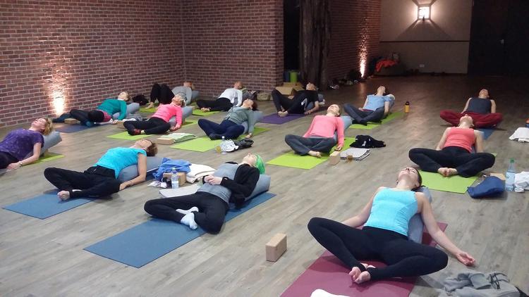 Vorweihnachtsstress abbauen - Yoga Retreat WE im Schlosshotel Basthorst am 1. Adventwochenende 2019
