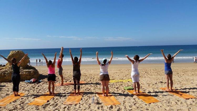 Retreaturlaub yoganature yoga und wandern an der algarve auf paradiesischen pfaden ins hier und jetzt