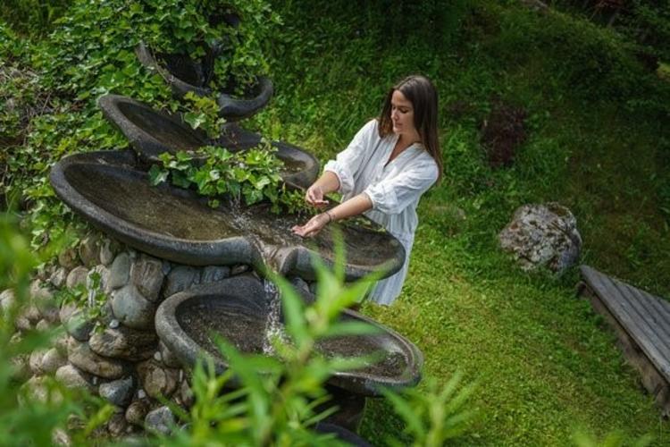 Retreaturlaub erlebe wunder elisabeth lechlech 6 tage ganzheitlicher yin yoga retreat im wald kaernten in oesterreich