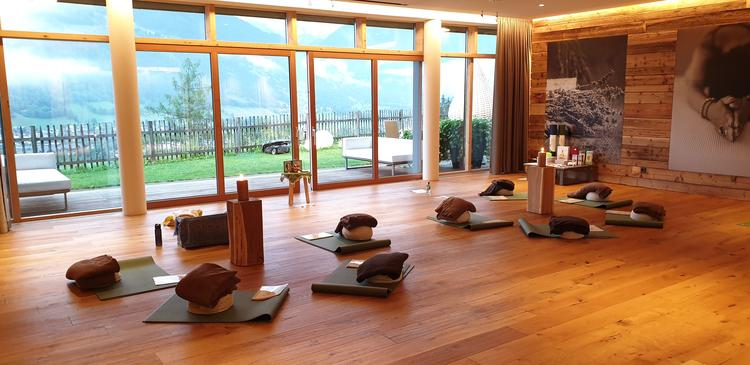 Retreaturlaub yoga meets you yoga meditation berge natur luxushotel das goldberg im gasteinertal oesterreich