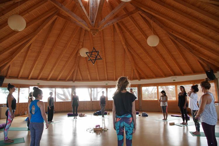 Retreaturlaub lets yoga 7 tage more than yoga event an der algarve portugal