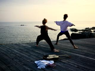 Yogatretreat mit Jule & Nely im Goodtimes Surfcamp - Yoga, Musik & Meer