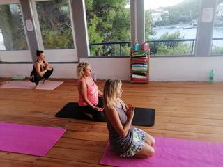 Yin & Hormone Balance Yoga  / 7 Tage Retreat für Frauen mit Radka Exnar  in Kroatien