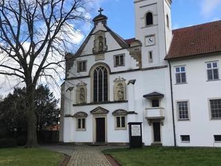 Yoga und Wandern im Kloster Vinnenberg