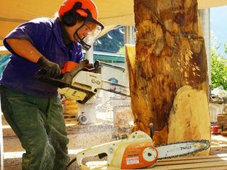 Holzbildhauen mit der Motorsäge